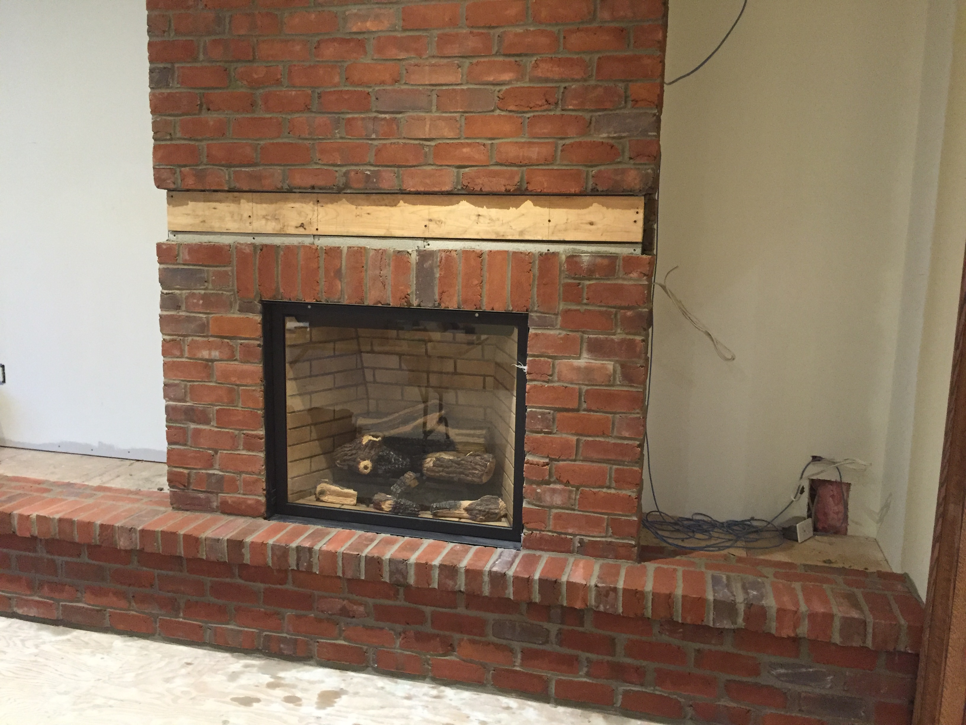 Stone brick veneer fireplaces bond masonry ltd for Brick and stone veneer